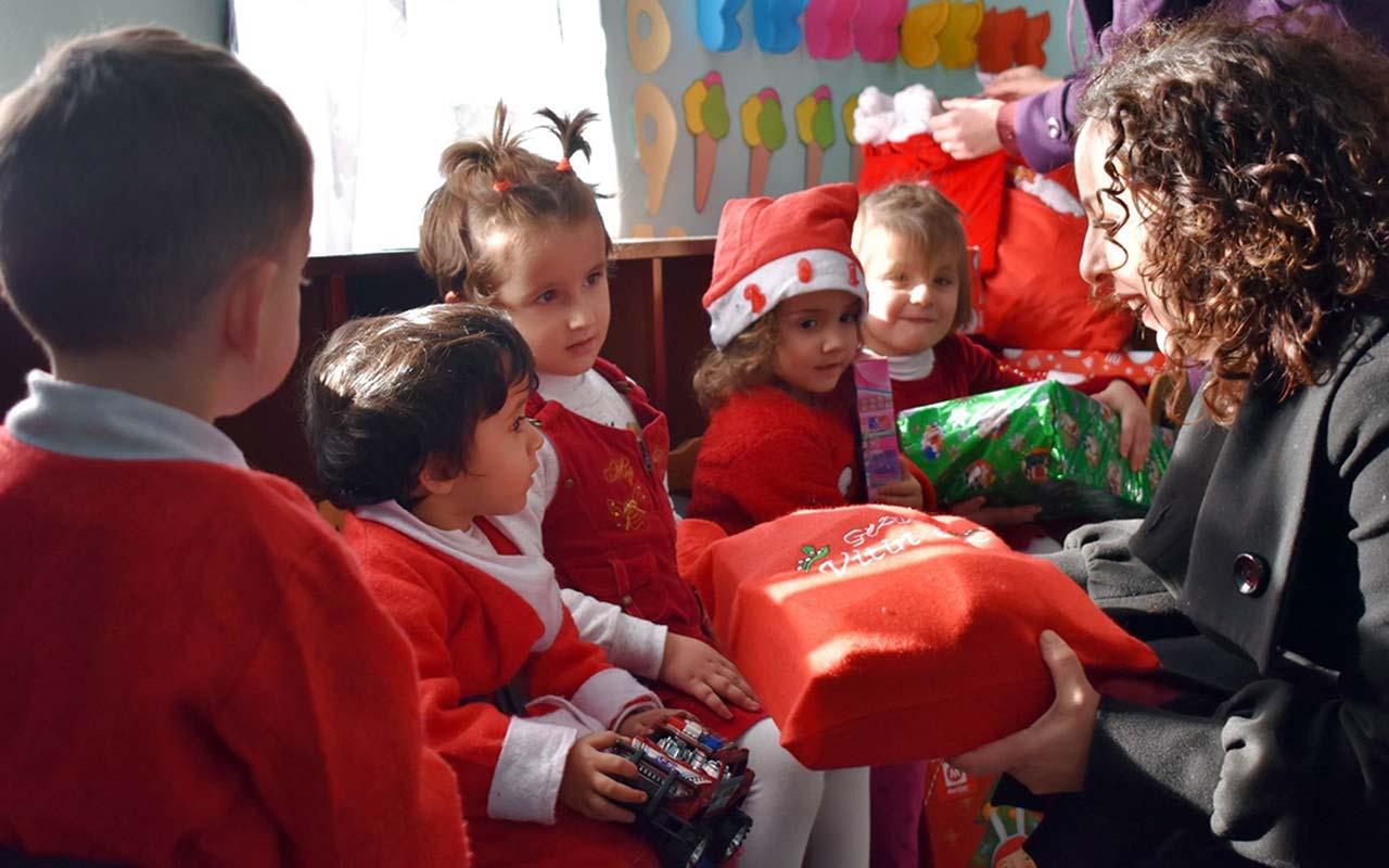 Dhurata për fëmijët e prekur nga përmbytjet në Shqipëri.